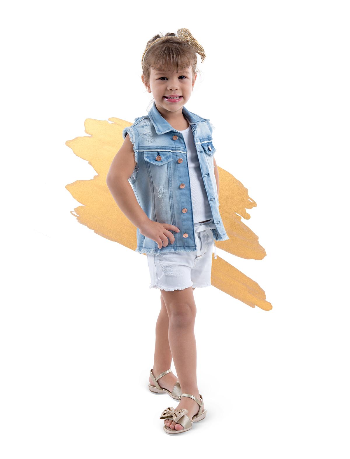 2fecc4d149 Uma outra forma de começar o ano com o pé direito no look é apostar em uma  composição com shorts